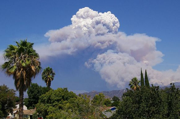 800px-Pyrocumulus_Cloud_Station_Fire_082909